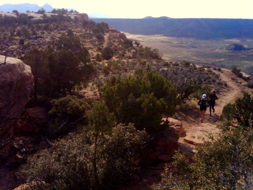 Some good singletrack along the south rim.